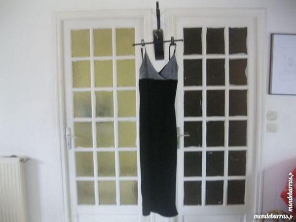 robe longue noire 8 Montoir-de-Bretagne (44)