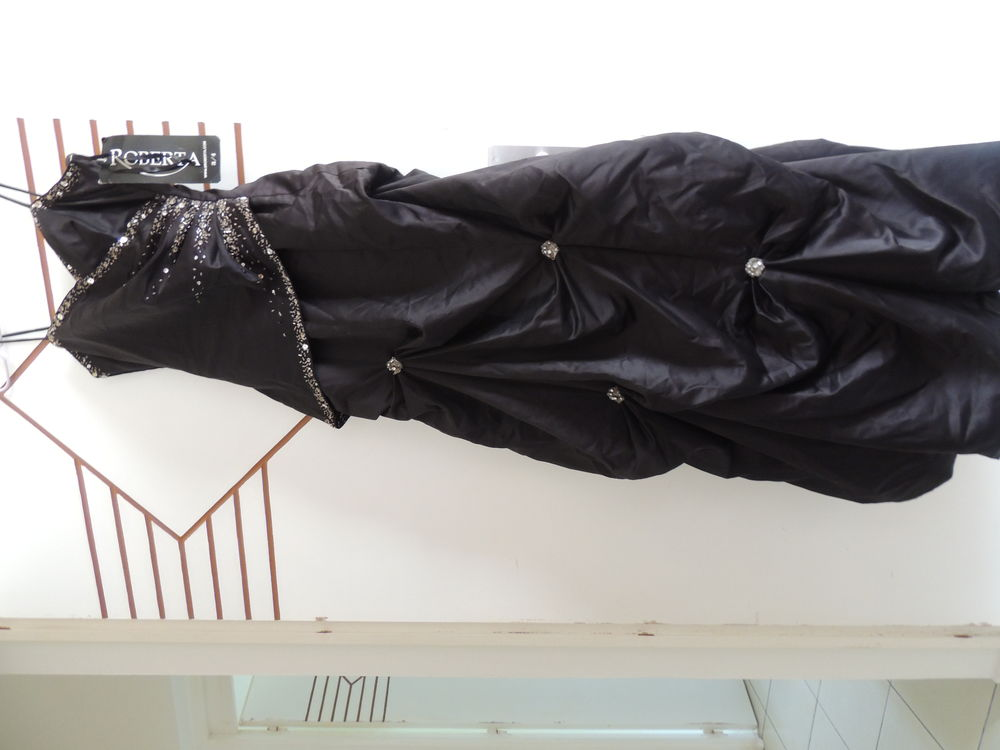 Robe longue de soirée noire 95 Baie-Mahault (97)