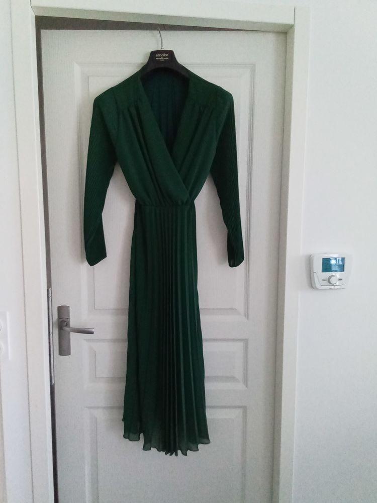 Robe longue vert bouteille 10 Les Ponts-de-Cé (49)