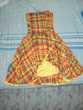 Une Robe madras et une robe rouge