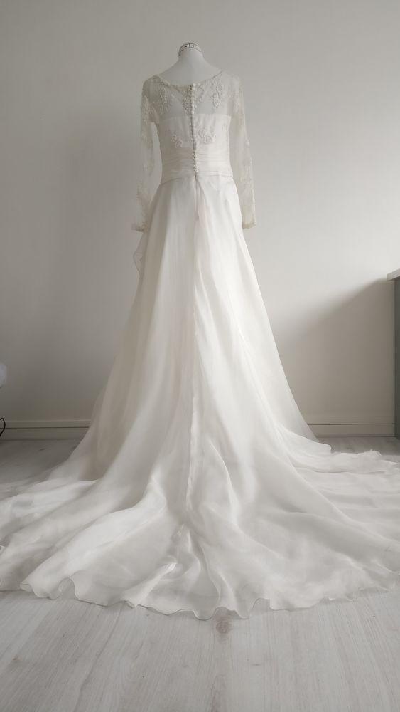Robe de mariée avec traine. 480 Paris 13 (75)
