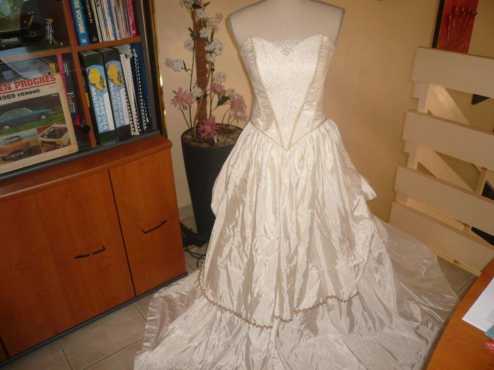 Robe de mariée  forme  bustier Ivoire 43 Trèbes (11)