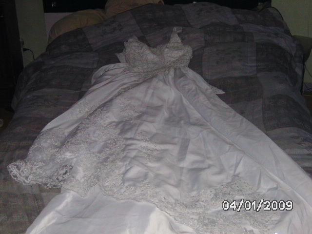robe de mariée neuve  450 Froideconche (70)