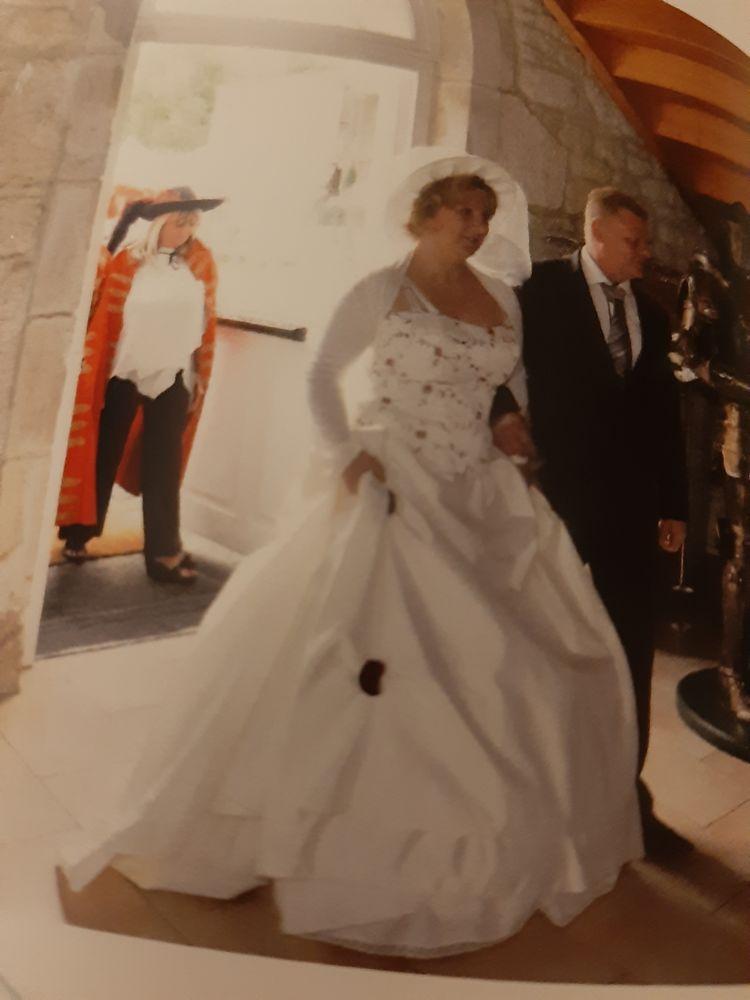 robe de mariée  1100 Thiverny (60)
