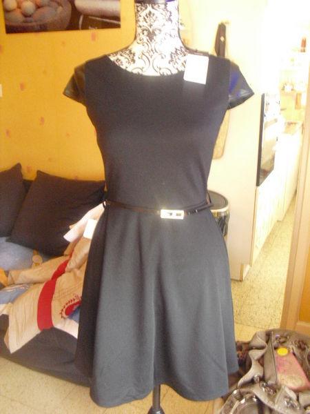 robe bi matière noire avec ceinture NEUVE étiquette T 2 12 Lyon 5 (69)