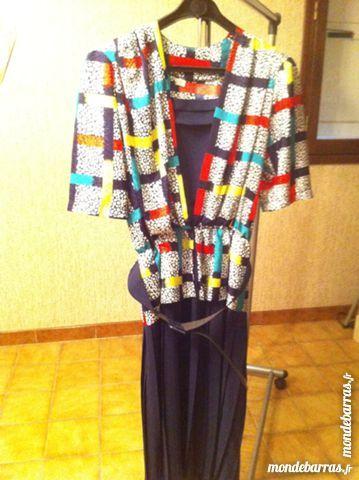 robe multicolore (bas plissé bleu marine) 15 Saint-Vallier (71)