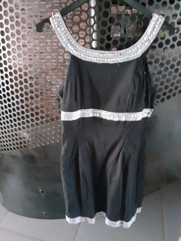 Robe noir avec bandes argentés Vêtements