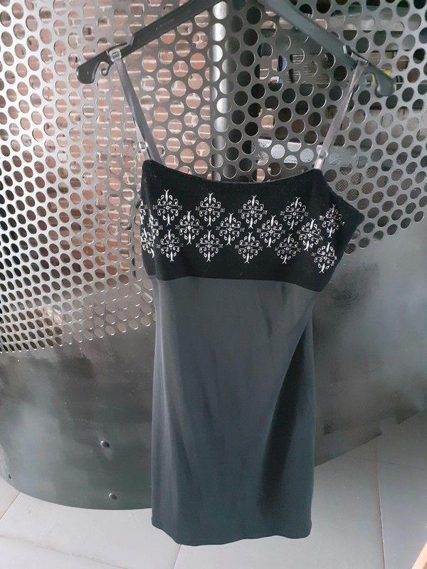 Robe noir 5 Montreuil-le-Gast (35)