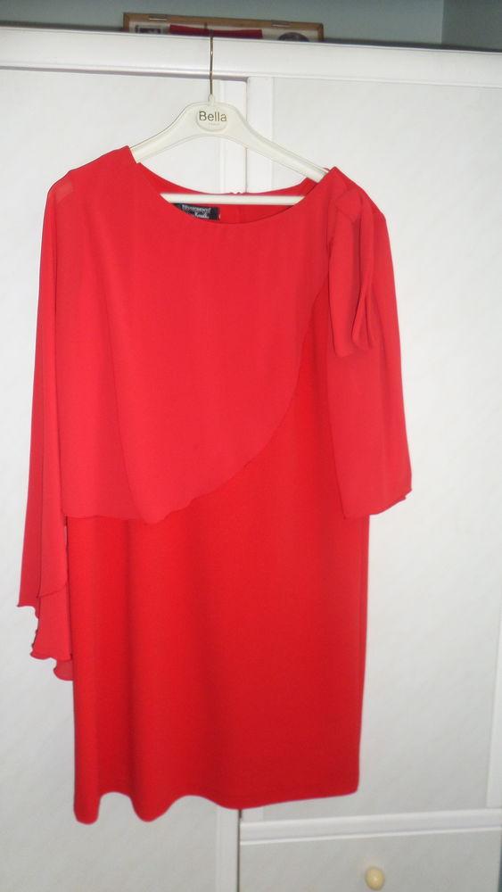 robe de soirée courte crêpe 25 Poix-du-Nord (59)