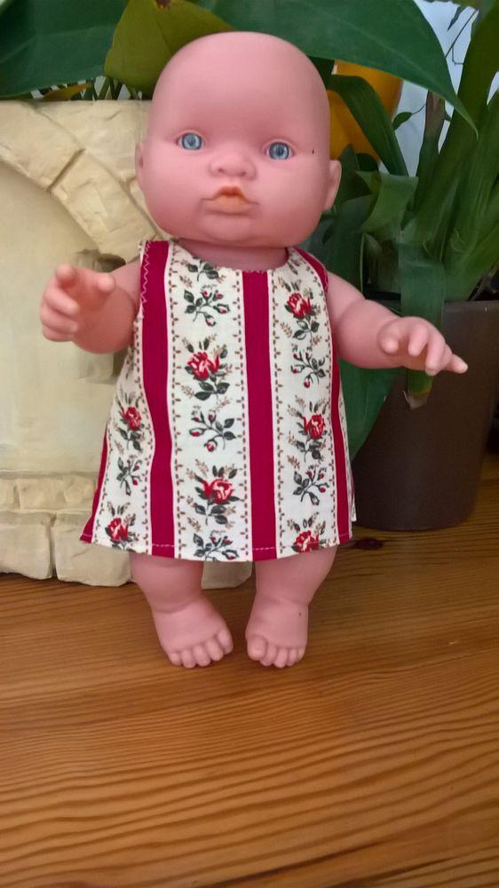 Robe Sonia pour poupée 23cm - 4.50€ Jeux / jouets