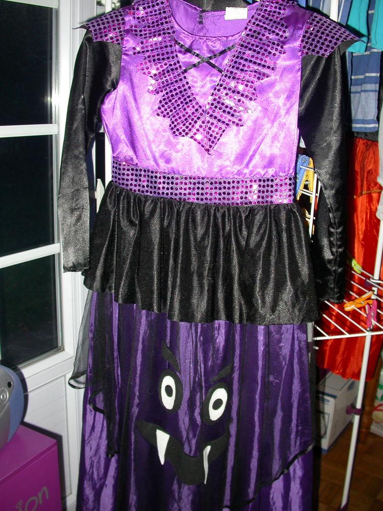 robe de sorcière  pour Halloween -12 ans-  en   TBE 7 Auvers-sur-Oise (95)