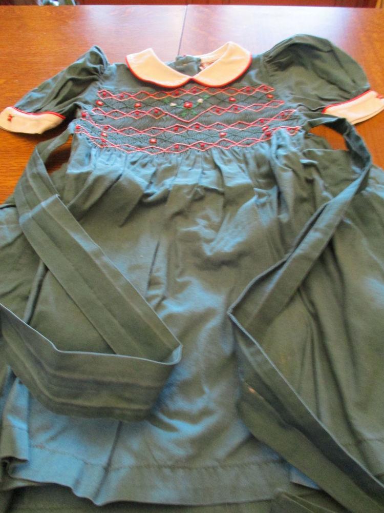 Robe vert foncé avec fronces sur le haut et décor 0 Mérignies (59)