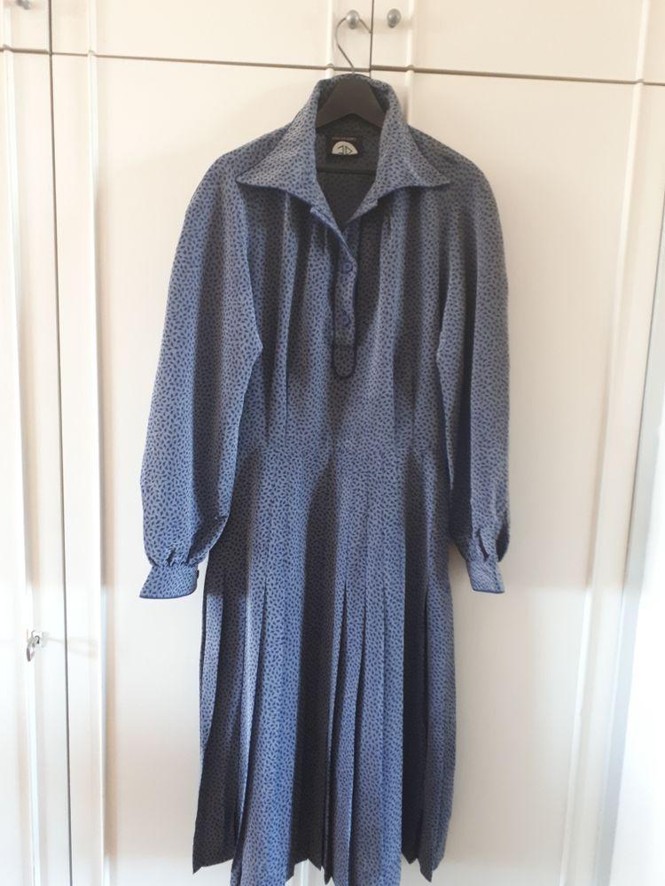 Robe vintage fond bleu - 42/44 en TBE - 18 euros 18 Villemomble (93)