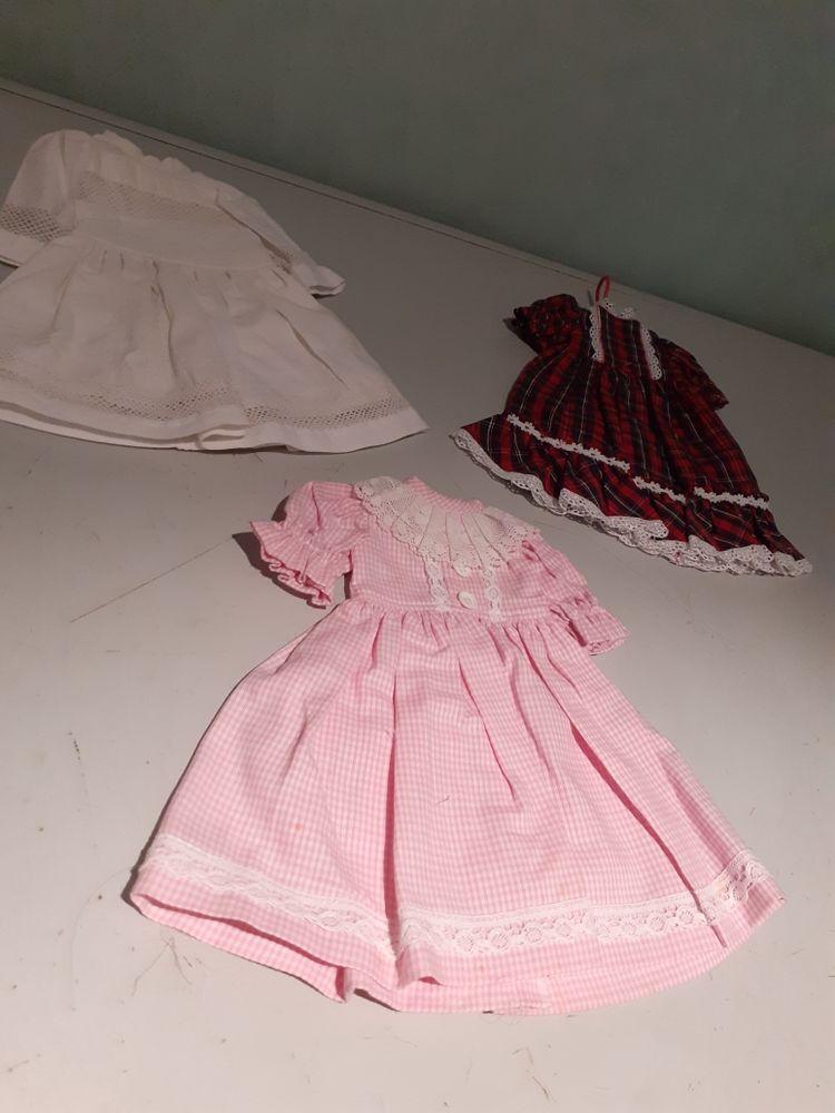 3 robes de poupées 12 Brignais (69)
