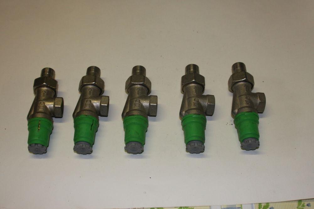 lot de 5 robinets neufs équerre inversé 12/17 DANFOSS 15 Domont (95)