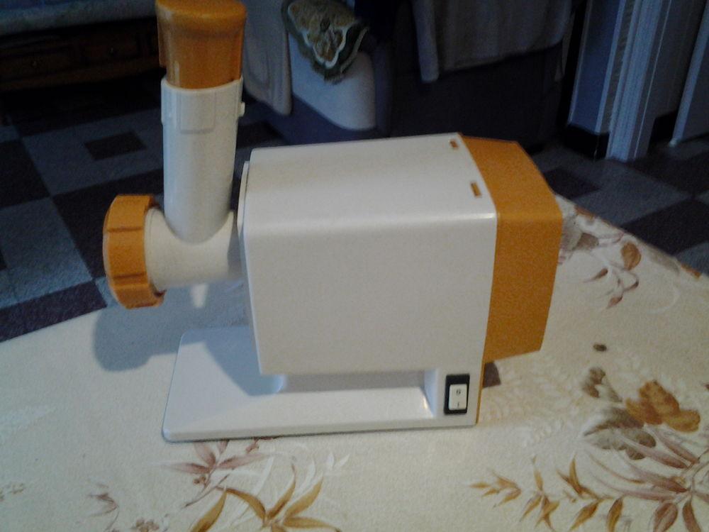 Robot MOULINEX 243-2-00 breveté SGDG 1960. 20 Flers-en-Escrebieux (59)