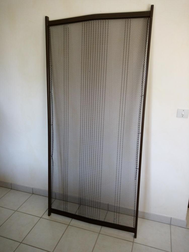 lit en rotin blanc 90 x 200 avec sommier métallique 30 Nesles-la-Montagne (02)