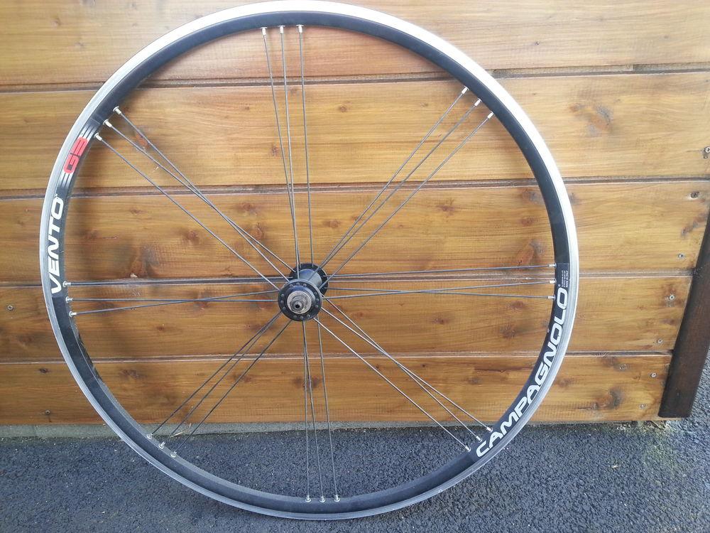 roue avant pour vélo de route tbe Vélos