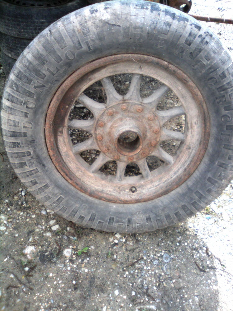 2 roues en bois d ancètre niclkel 200 Succieu (38)