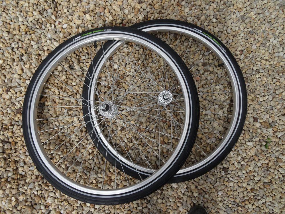 Roues neuves avec pneus OTIS anticrevaison 90 Saint-Géréon (44)