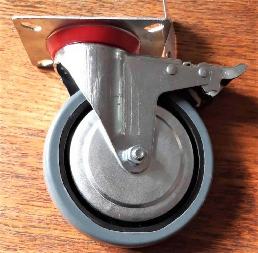 4 roulettes pivotantes de 150 mm avec frein 50 Ambrières-les-Vallées (53)