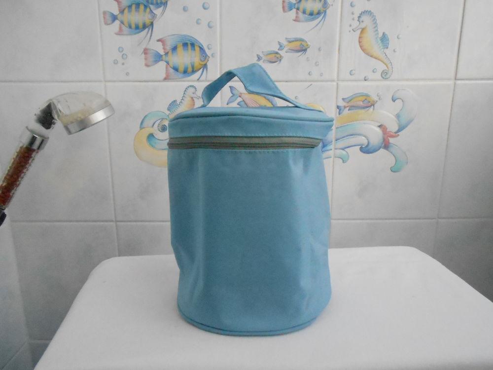 S147  Trousse de toilette ronde 2 Marseille 6 (13)
