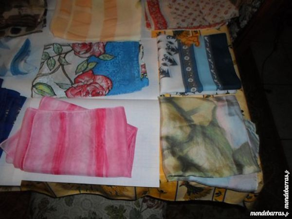 lot de  6 sachets comprenant chacun 17 foulards 35 Amélie-les-Bains-Palalda (66)