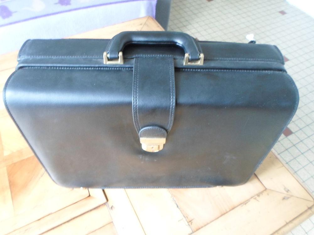 Sacoche VIP en cuir marque originale LAURIGE 150 Locminé (56)