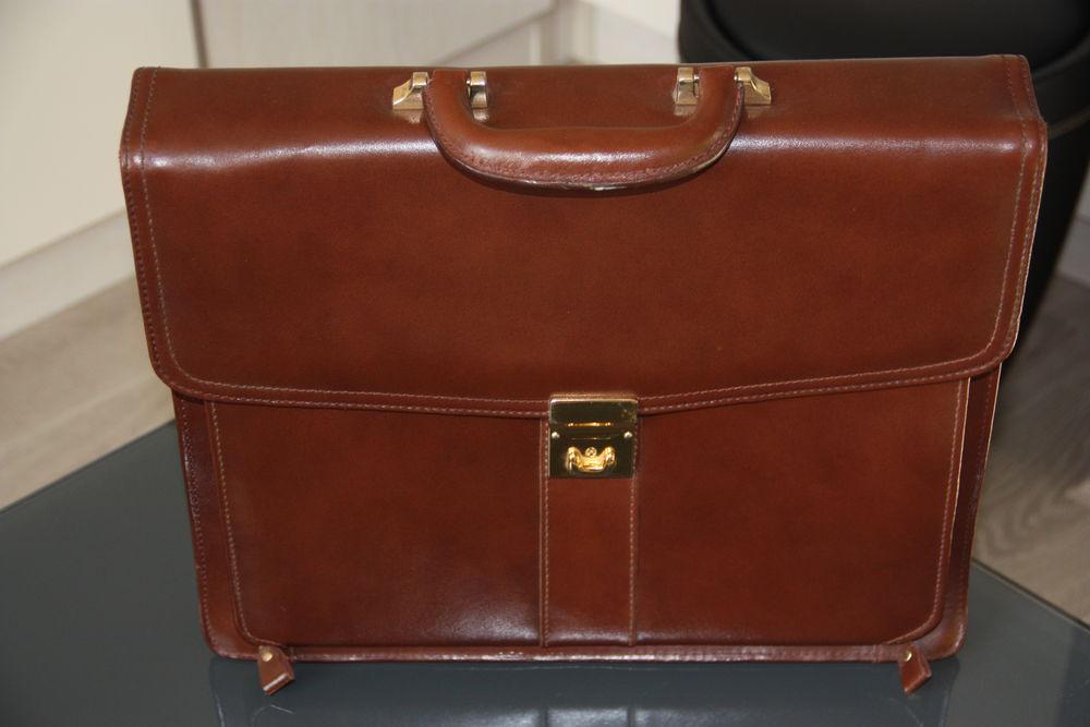sacoche cuir marron  100 Soissons (02)