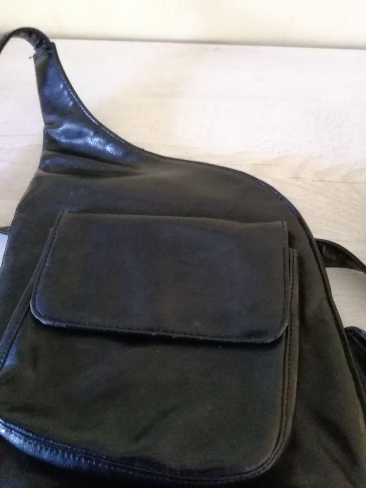 Sacoche cuir noir 5 Vinezac (07)
