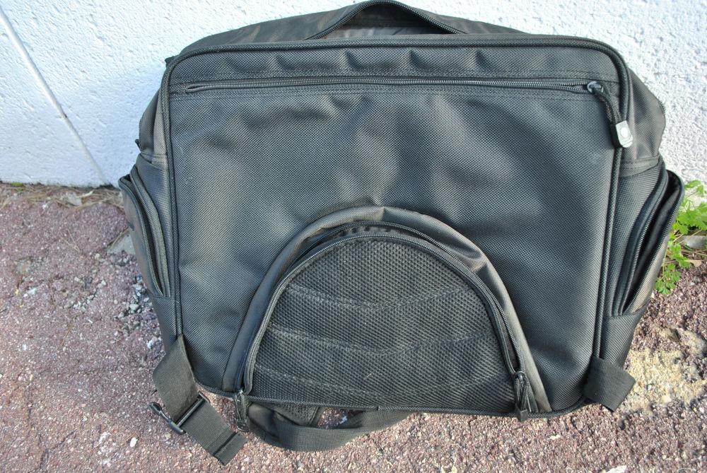 Sacoche  sac à dos ordinateur 8 Mougins (06)