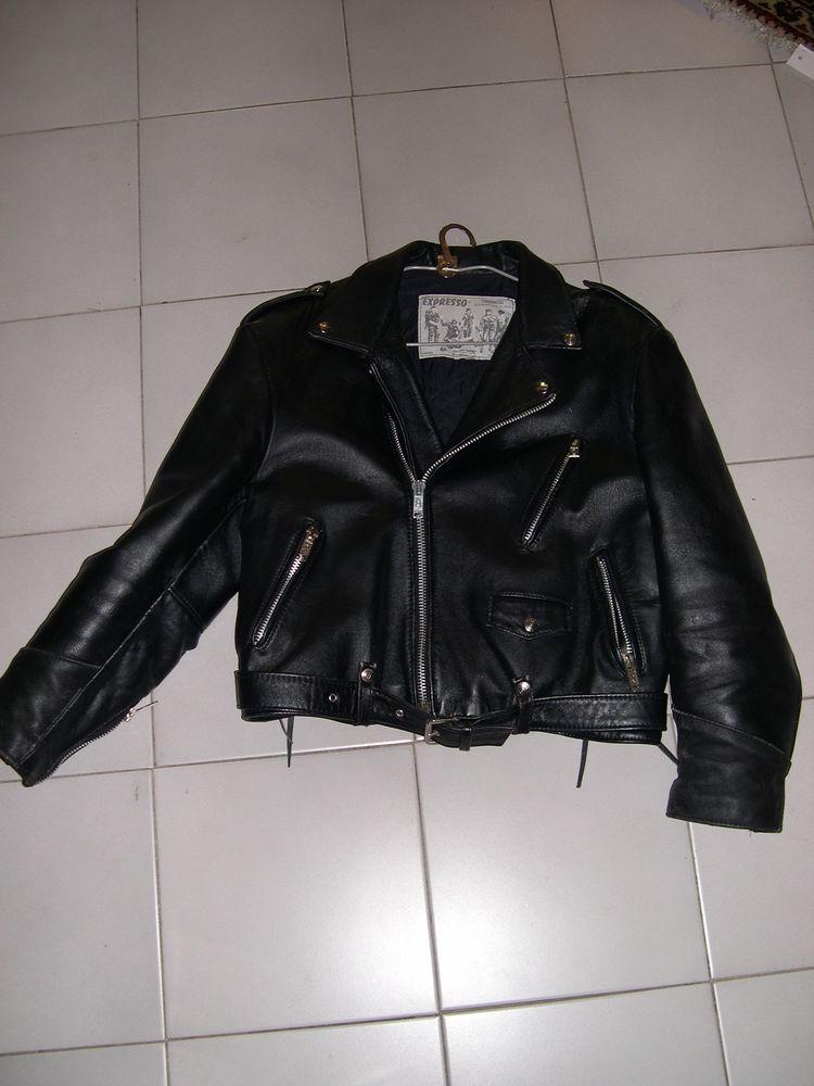 A saisir Blouson Cuir Noir, type Perfecto. peu porté 110 Grenoble (38)