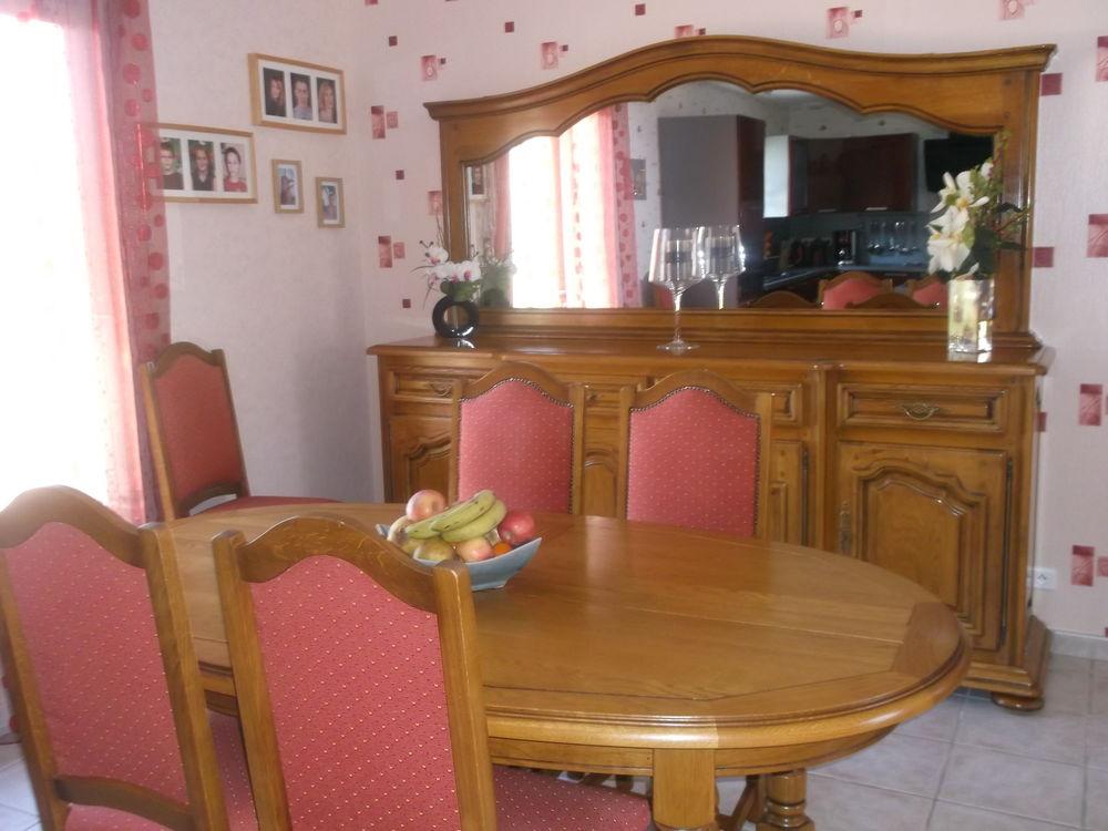 Salle à manger en chêne massif,  1000 Saint-Pompont (24)