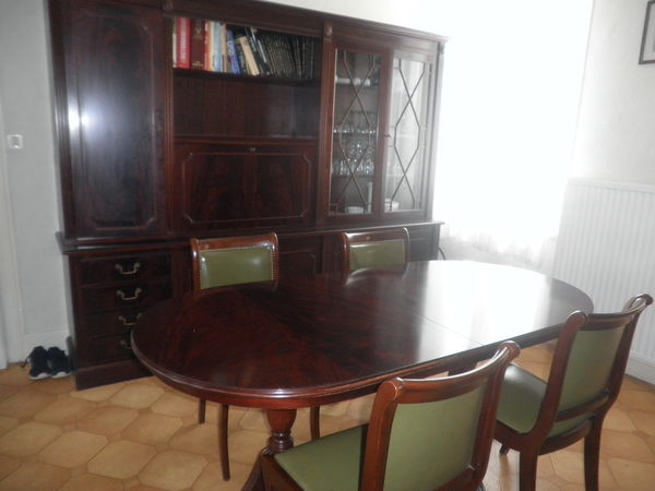 salle a manger style anglais amazing salle manger de style rocaille en noyer me sicle with. Black Bedroom Furniture Sets. Home Design Ideas