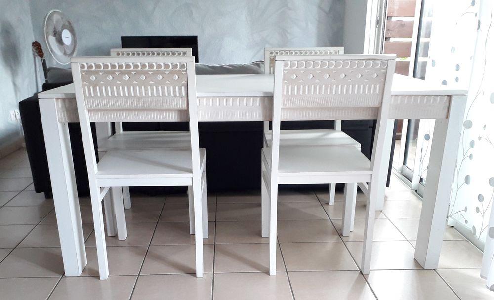 Salle à manger [1 table & 4 chaises] 650 Le Moule (97)