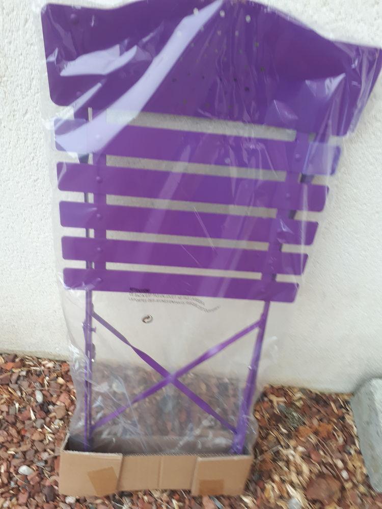 Salon bistro en métal violet Neuf 59 Tilloy-lès-Mofflaines (62)