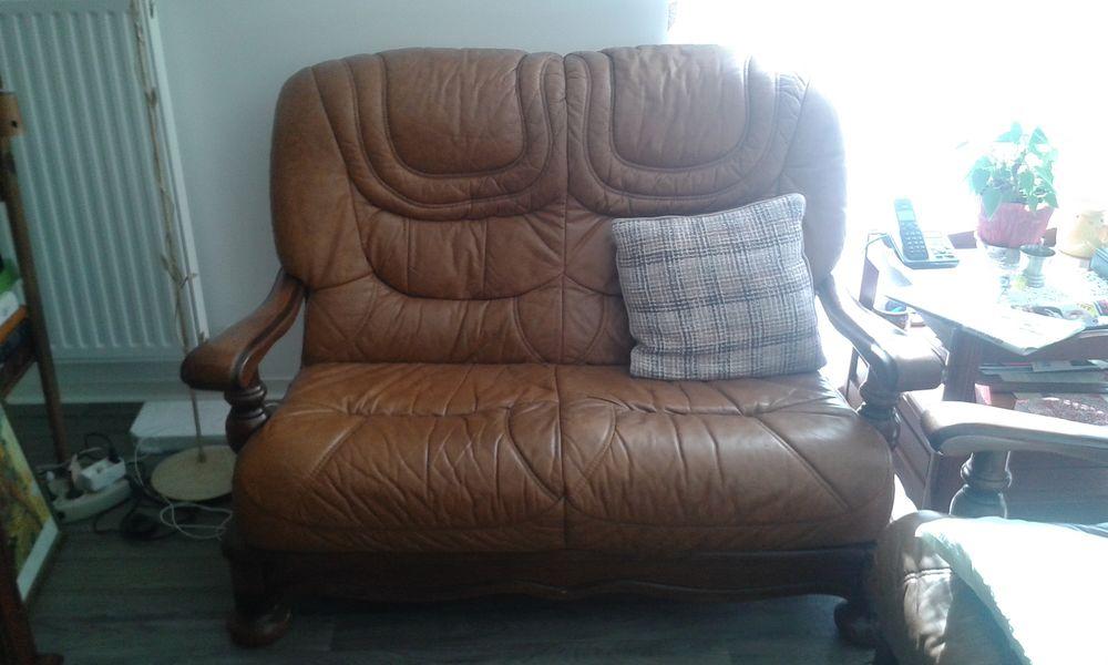Salon canapé et deux fauteuils  100 Ygos-Saint-Saturnin (40)
