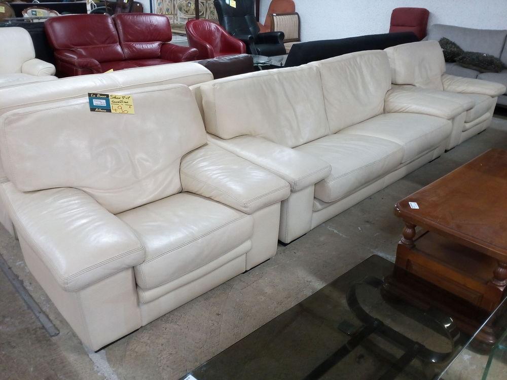 fauteuils cuir occasion annonces achat et vente de fauteuils cuir paruvendu mondebarras page 12. Black Bedroom Furniture Sets. Home Design Ideas