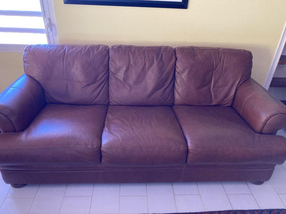 Salon en cuir marron (canapé + 2 fauteuils relax) 600 Saint-Martin (97)