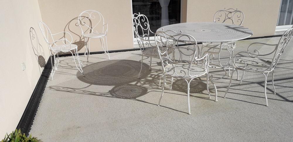 Salon de jardin acier blanc année 50 table et 6  fauteuils 300 Fougeré (85)