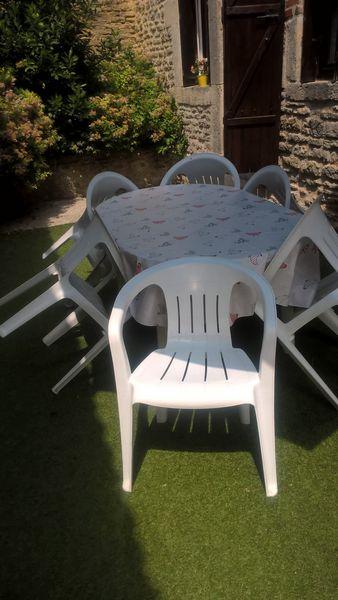 Salon de jardin blanc avec 6 chaises