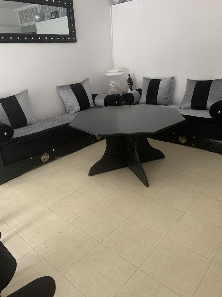 Salon marocain avec sa grande table  1200 Villetaneuse (93)