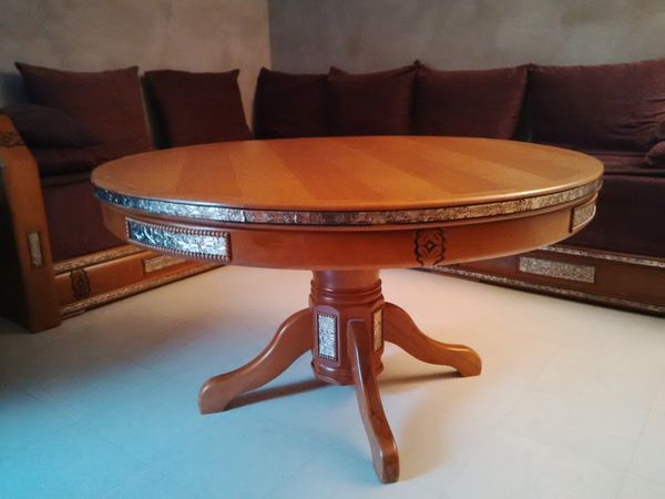Table de salon ronde en bois conceptions de maison for Table de salon marocain