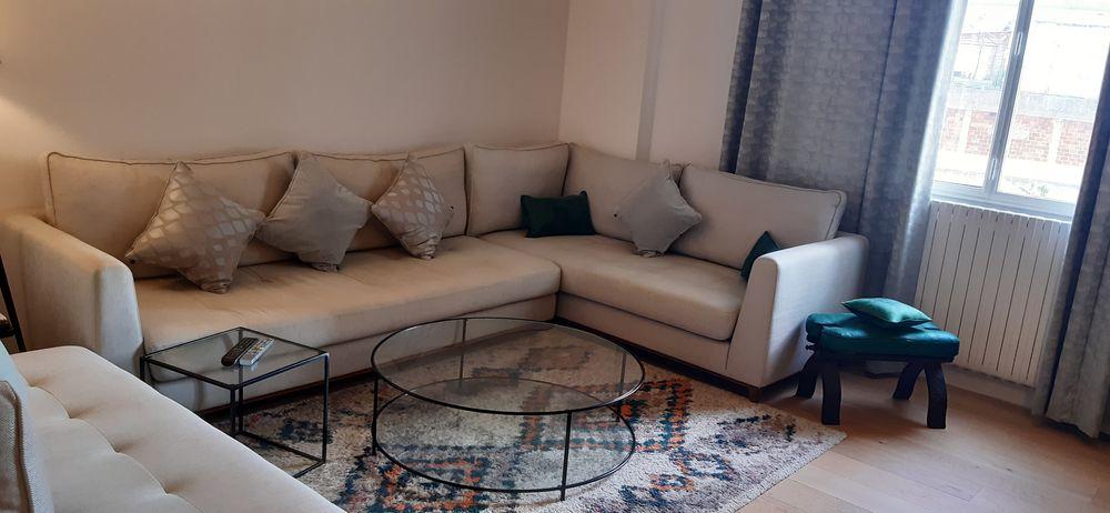 Salon moderne et épuré avec des assises très confortables 0 Paris 16 (75)
