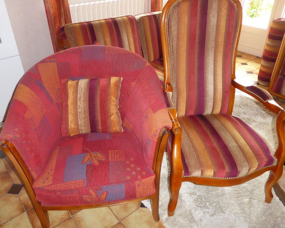 Salon 4 pièces 2 canapés 2 fauteuils 500 Frans (01)
