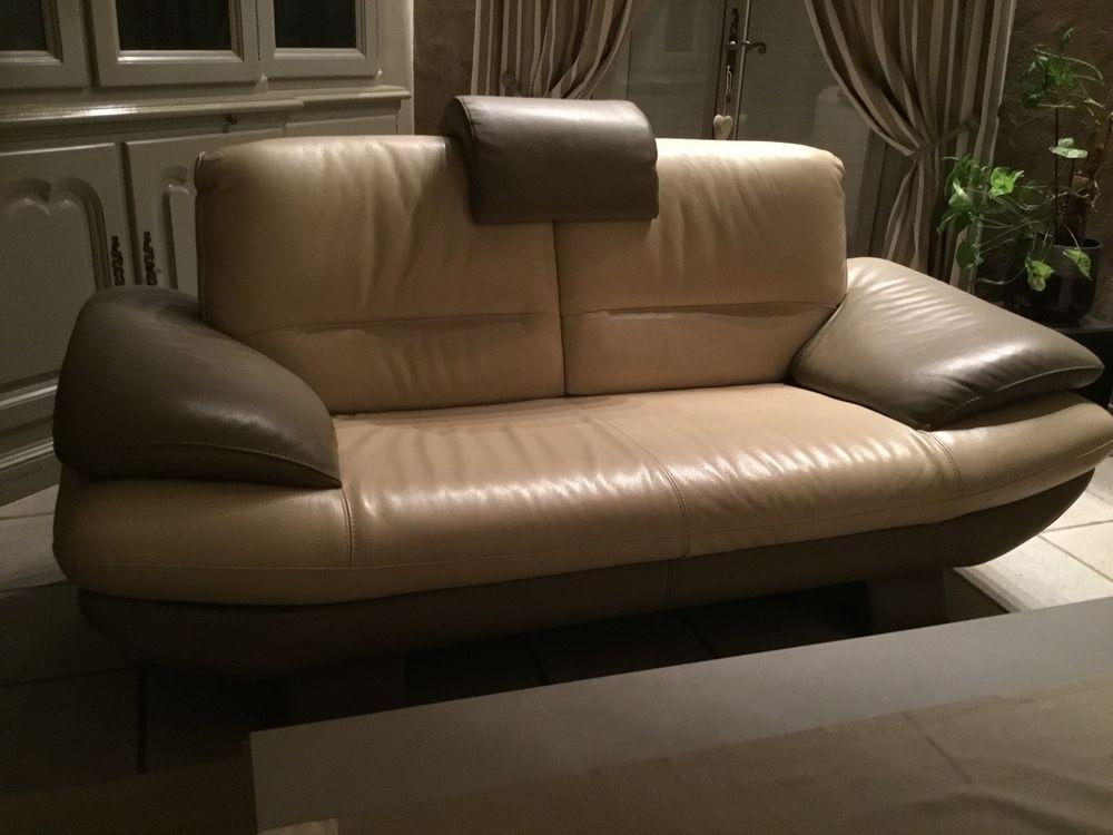 Salon 3 places et 2places et pouf en très bon état cuir  2000 Allan (26)