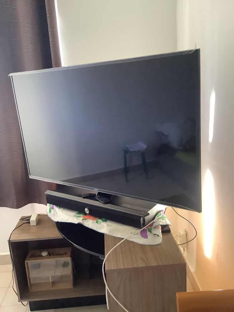 TV Samsung Télé Samsung 140 cm / 4 k  368 Sainte-Clotilde (97)