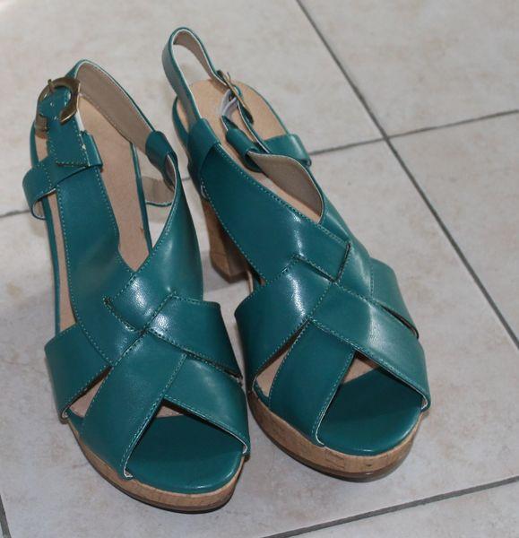 Sandale  plateforme  émeraude 44 Nice (06)