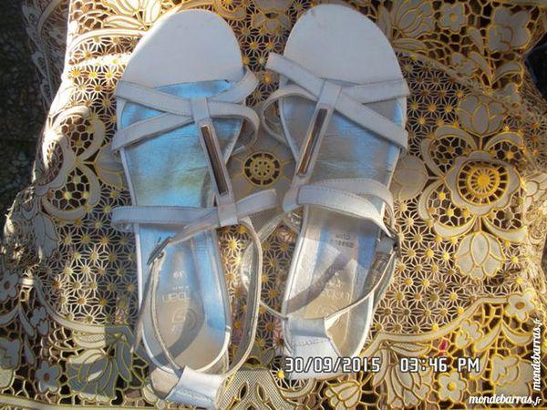sandales blanches t.39*juste 3e*kiki60230 3 Chambly (60)