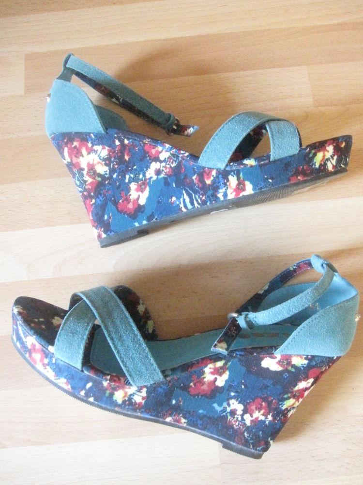 Sandales compensées bleues à fleurs pointure 40 10 Saint-Jean-Pla-de-Corts (66)